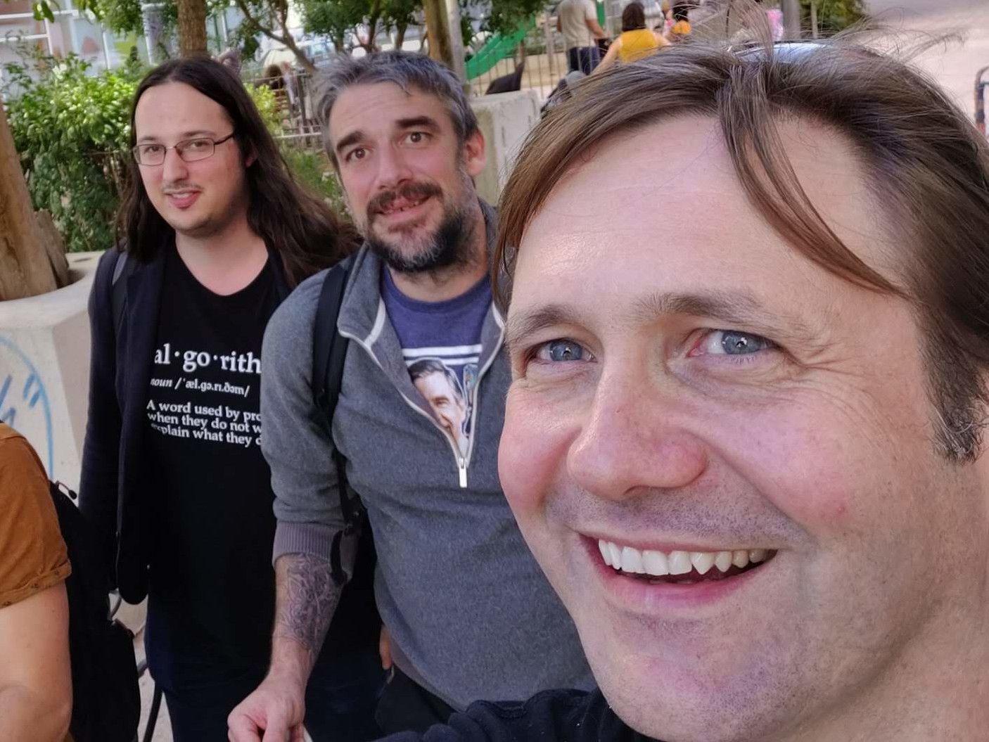 De gauche à droite, Anthony, Greg et Adam